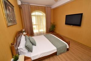 A bed or beds in a room at Apartment Nebesnaya