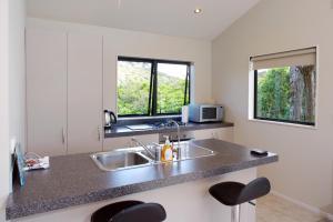 A kitchen or kitchenette at Te Whau Ridge Studio