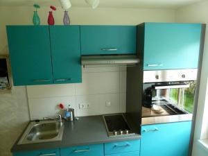 A kitchen or kitchenette at Haus Salzberg