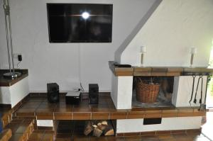A television and/or entertainment center at Eifel Landhaus Seeblick