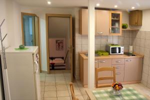 A kitchen or kitchenette at Apartment Nera