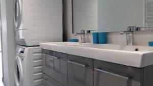 A kitchen or kitchenette at le clos du fourmanoir
