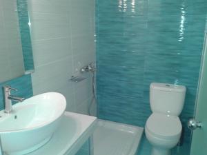 A bathroom at Hotel Petras Beach