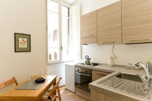 A kitchen or kitchenette at CS Cosy Termini Studio