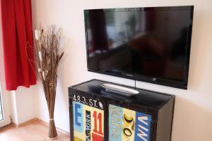 TV/Unterhaltungsangebot in der Unterkunft Art City Studio Kassel 2