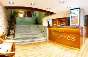 The lobby or reception area at Suites Amberes