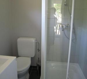 A bathroom at Studio Le Vedeur