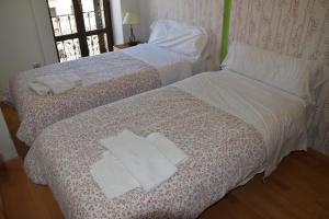A bed or beds in a room at Apartamentos Zaragoza Coso