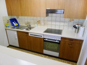 Küche/Küchenzeile in der Unterkunft Apartment Parkhotel Arvenbühl.1