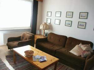A seating area at Apartment Point.1