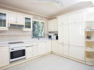 A kitchen or kitchenette at Villa L'Estornell