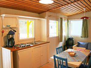 Küche/Küchenzeile in der Unterkunft Holiday Home Geesthof.2