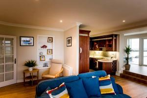The lounge or bar area at Galway Luxury Sea View Apartments