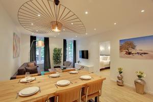 ห้องอาหารหรือที่รับประทานอาหารของ Pick a Flat - Champs Elysees / Percier Apartment