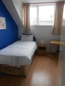 A room at Evergreen Road