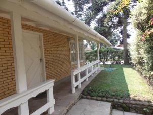 A porch or other outdoor area at Casa Ampla na Serra Gaucha (Canela)