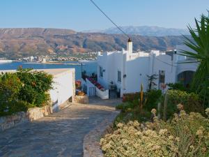 The surrounding neighborhood or a neighborhood close to the holiday home