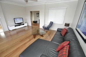 A seating area at North Ryde Self-Contained Two-Bedroom Apartment (69MELB)