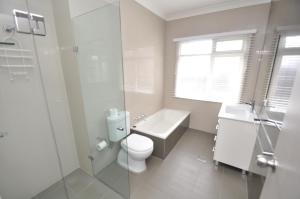 A bathroom at North Ryde Self-Contained Two-Bedroom Apartment (69MELB)