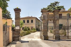 The facade or entrance of Monteripaldi Borgo House