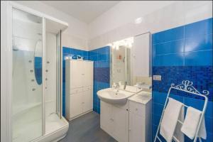 A bathroom at Casa Adriana