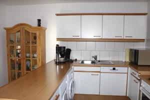A kitchen or kitchenette at Ferienwohnung Allendorf