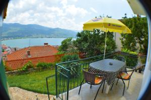Патио или другая зона на открытом воздухе в Villa Ohrid