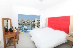 Una habitación en Anastasia Hotel Apartments