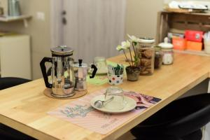 Coffee and tea-making facilities at Piano Zero Apartment