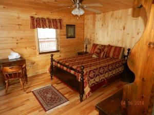 A bed or beds in a room at Lake Placid Log House