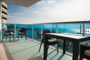 Een balkon of terras bij Cartagena Beach Front