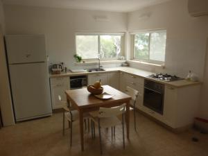 A kitchen or kitchenette at Lovely home above the Kinneret