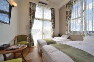 宇宙歌町站公寓房間的床