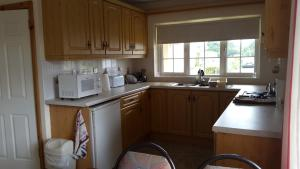 A kitchen or kitchenette at Blacklion Holiday Homes