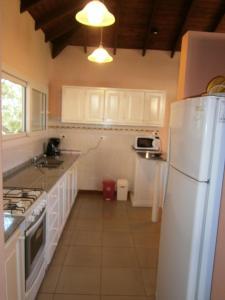 Una cocina o kitchenette en Chalet En Country Chumamaya