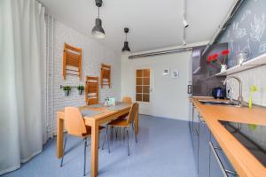 A kitchen or kitchenette at Crocus Suite