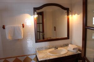 Een badkamer bij Apartamentos Villa Colon