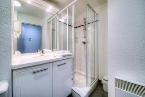 Salle de bains dans l'établissement Zenitude Hôtel-Résidences La City