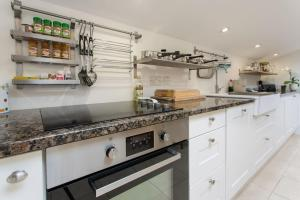A kitchen or kitchenette at The Snuggery