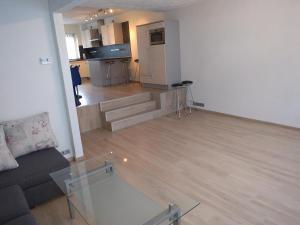 A kitchen or kitchenette at Apartment Kamerton