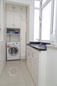 A kitchen or kitchenette at Apartamento Redenção