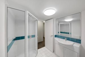 A bathroom at Adina Serviced Apartments Canberra James Court