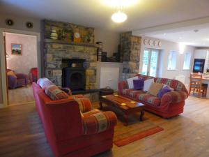 The lounge or bar area at Cnoc na Ri Cottage