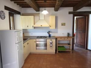 A kitchen or kitchenette at Casa Edera