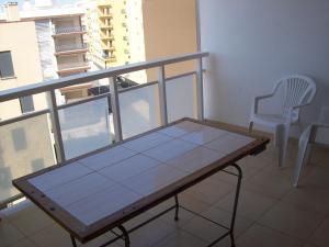 Ping-pong facilities at Apartamento Turistico Arminda Rodrigues or nearby