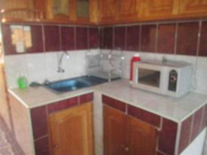 Una cocina o zona de cocina en Aia Mariel