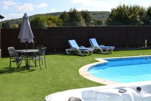 The swimming pool at or close to The Pool House @ Upper Farm Henton