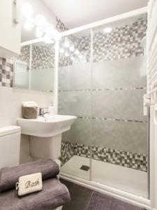 Ein Badezimmer in der Unterkunft ML City Center Gran via - Sol