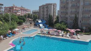 Uitzicht op het zwembad bij Club Sidar Apart Hotel of in de buurt