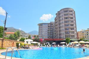 Het zwembad bij of vlak bij Club Sidar Apart Hotel